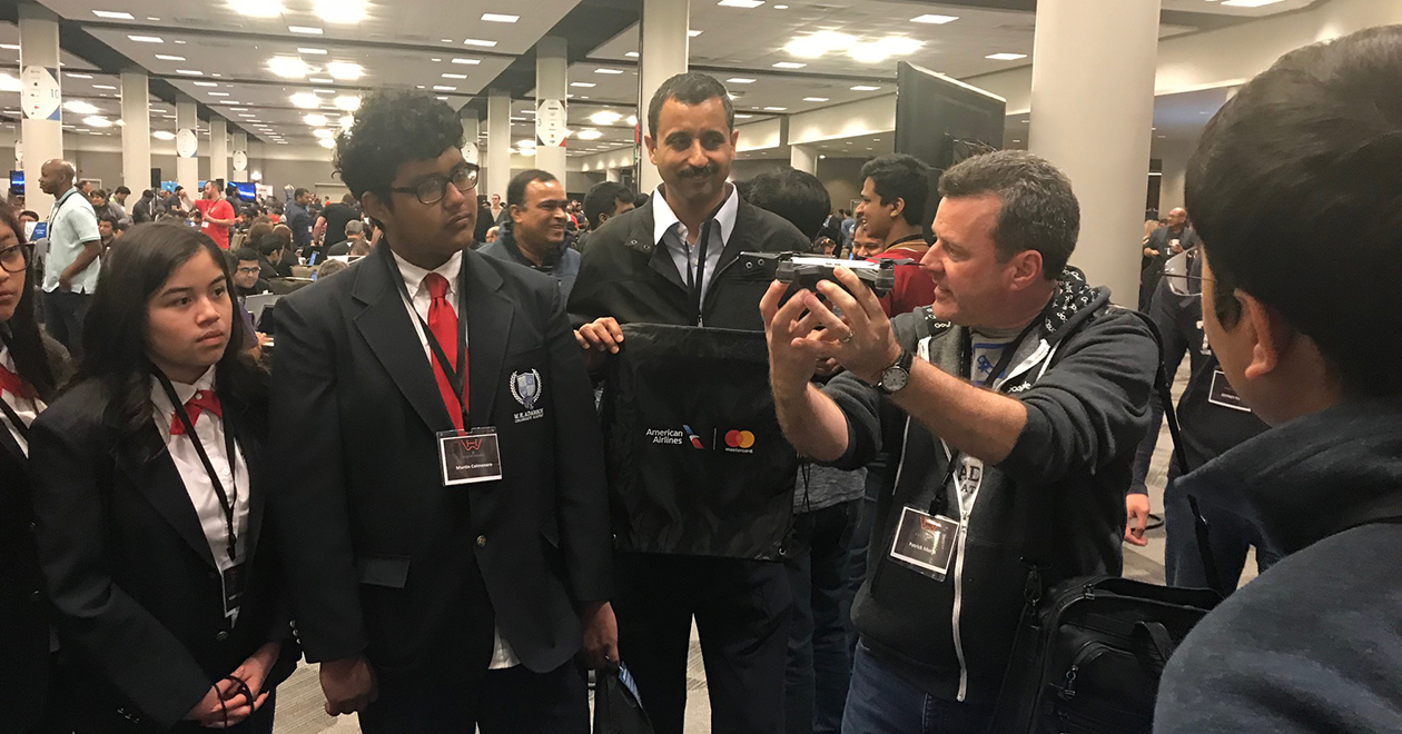 A small group of students were invited to Hack Wars V where Patrick Morin showed them how American developers work to solve an airline issue with a technology solution in 24 hours.
